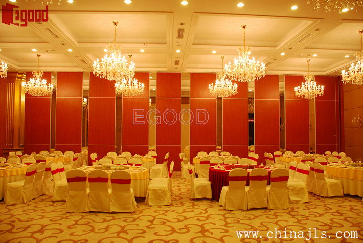 Melamine finishes operable partition wall